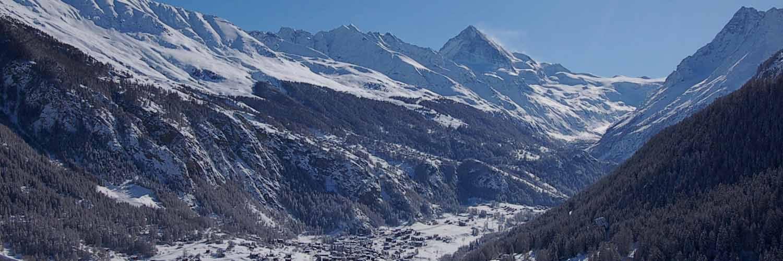 Evolène et la Dent-Blanche en hiver (val d'Herens, Valais, Suisse)